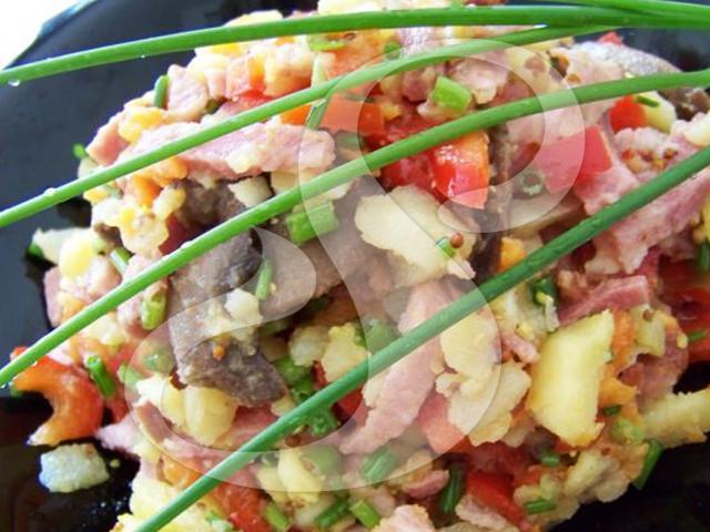 Салат с картофелем и грибами с маслом