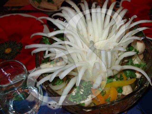 Салат из грибов крабовых палочек и сыр